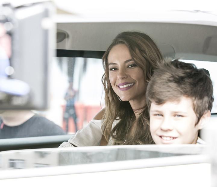 Paolla Oliveira e Kadu Schons gravam cenas de Melissa e Alex na orla carioca (Foto: Ellen Soares / Gshow)
