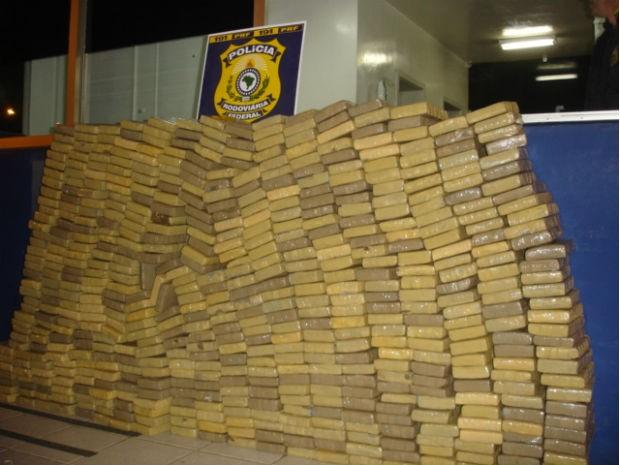 PRF apreendeu mais de meia tonelada de maconha dentro de um carro (Foto: Divulgação/PRF)