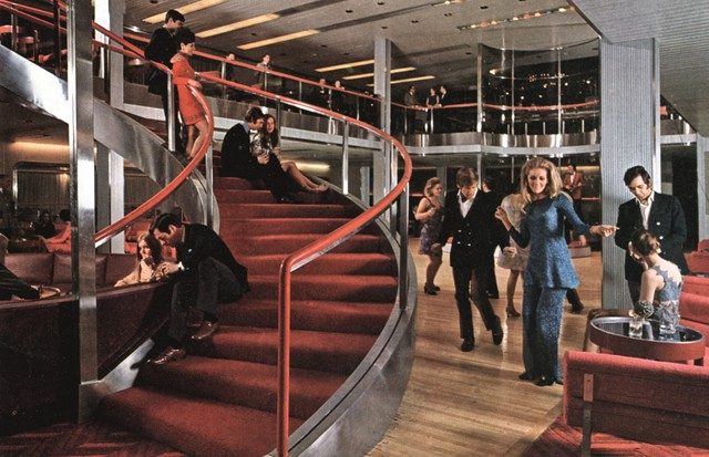 "A tourist-class ""Double-Down"" room on the QE2, the ultimate in Sixties modernity, designed by Jon Bannenberg, 1969 (Foto: THE BRUCE PETER COLLECTION)"