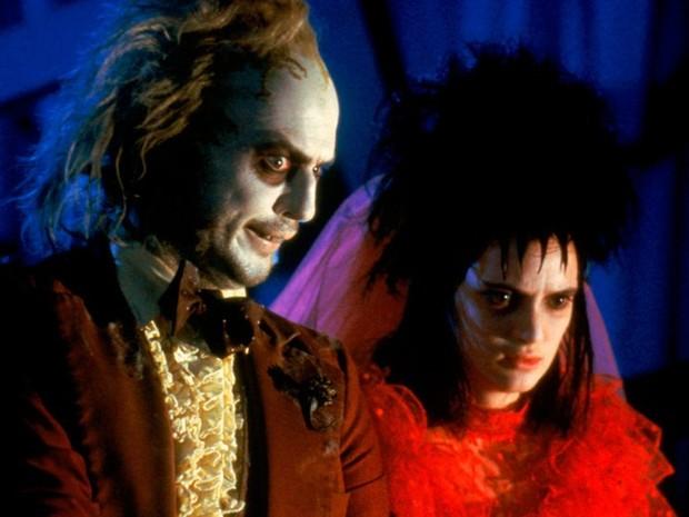 Michael Keaton interpretou Beetlejuice e Winona Ryder fez Lydia em 'Os fantasmas se divertem' (Foto: Divulgação)