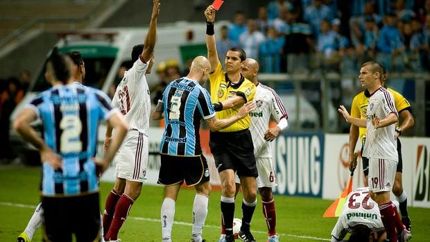 Cris Expulsão Cartão Vermelho, Grêmio x Fluminense (Foto: Ramiro Furquim/Agência Estado)