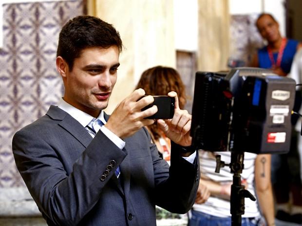 Fora de cena, Leicam se diverte nos bastidores das gravações (Foto: Raphael Dias/ Gshow)