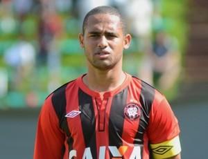 Bruno Costa, zagueiro do Atlético-PR (Foto: Site oficial do Atlético-PR/Divulgação)