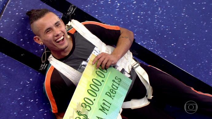 Campeão mundial de slackline, autodidata, ganha R$ 30 mil no 'Agora ou Nunca'  (Foto: TV Globo)