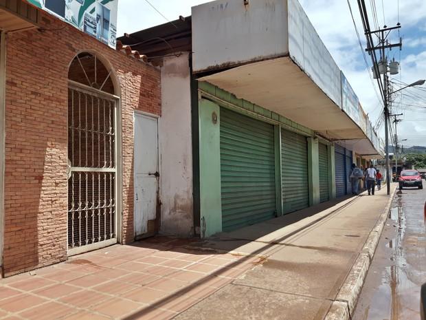 Desabastecimento esvaziou as ruas de Santa Elena de Uiarén, cidade que faz fronteira com Pacaraima (Foto: Emily Costa/ G1 RR)