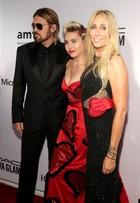 Miley Cyrus vai com os pais a baile de gala nos Estados Unidos