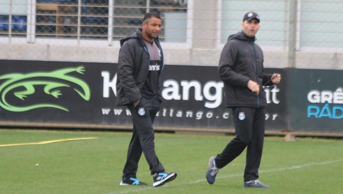 Roger Machado Roberto Ribas Grêmio (Foto: Eduardo Moura/GloboEsporte.com)