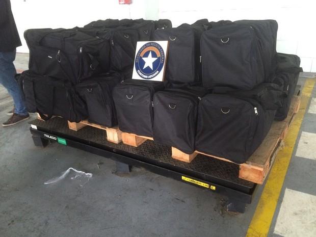 Drogas estavam distribuídas em várias mochilas (Foto: Divulgação/Receita Federal)