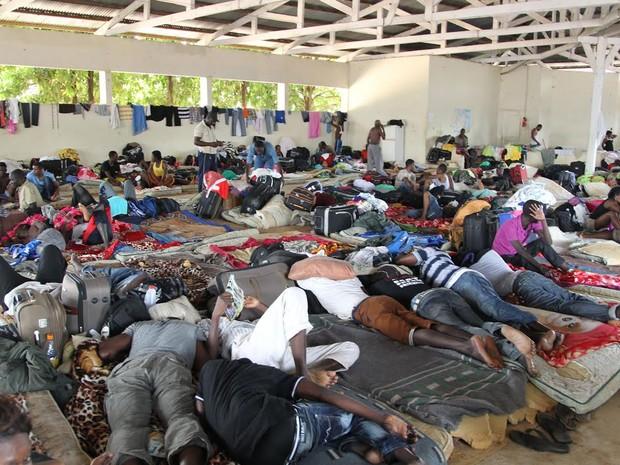 Haitianos em abrigo na cidade de Brasiléia (AC) (Foto: Luciano Pontes/ Secom Acre)