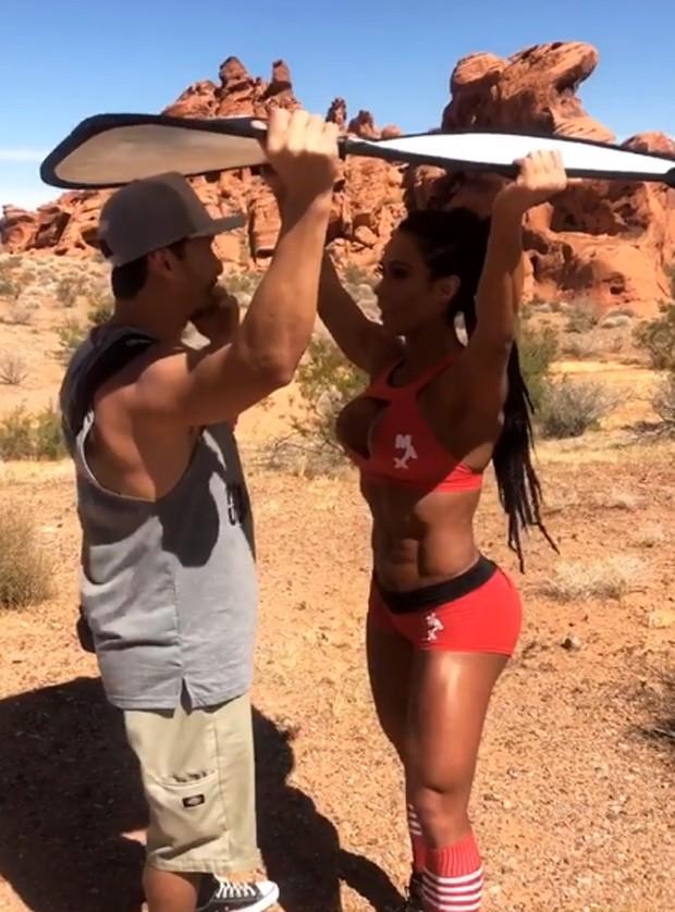 Gracyanne Barbosa em shooting (Foto: Reprodução / Instagram)