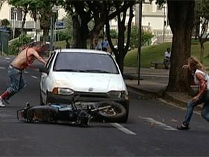 Simulação de acidente parou trânsito no Centro de Uberaba (Foto: Reprodução/TV Integração)
