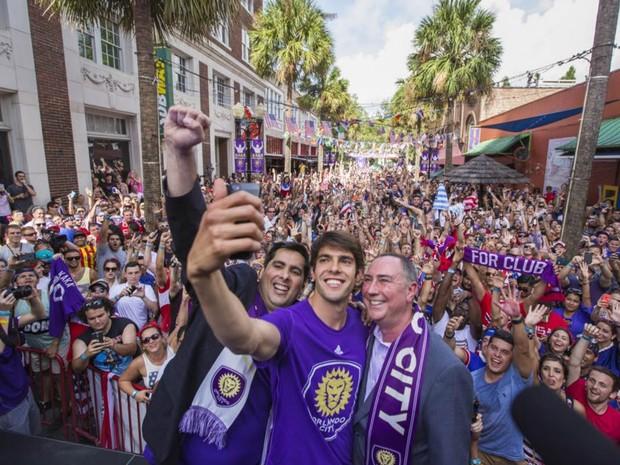 ono do Orlando City, o empreendedor brasileiro Flávio Augusto da Silva (esquerda) contratou Kaká  (Foto: BBC)