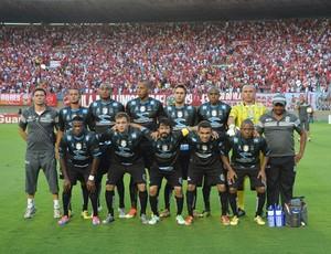 Equipe do Treze venceu a primeira partida por 1 a 0, mas acabou perdendo por 2 a 0 para o Vila Nova (Foto: Silas Batista / Globoesporte.com/pb)