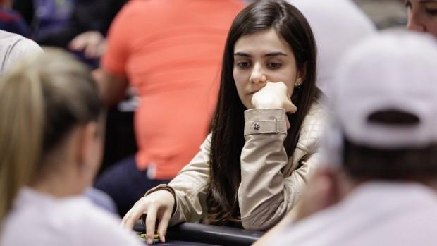 Larissa Metran - jogadora goiana pôquer (Foto: Hugo Dourado)