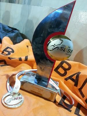 Trofeu conquistado em 2015 pelas meninas da Baldi (Foto: Manufatura de Estojos Baldi/ Arquivo)