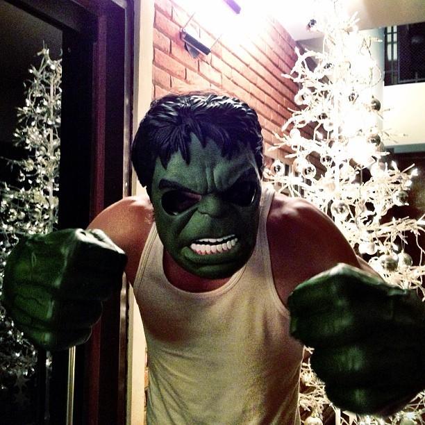 Fiuk posta foto com máscara do Hulk (Foto: Instagram)