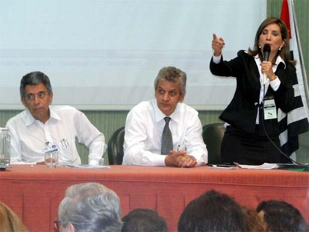 Dárcy Vera fez vários questionamentos ao superintendente do hospital (Foto: Eduardo Guidini/ G1)