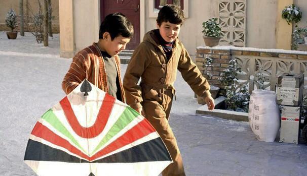 Os amigos Hassan e Amir eram inseparáveis durante a infância em Cabul (Foto: Divulgação/Reprodução)