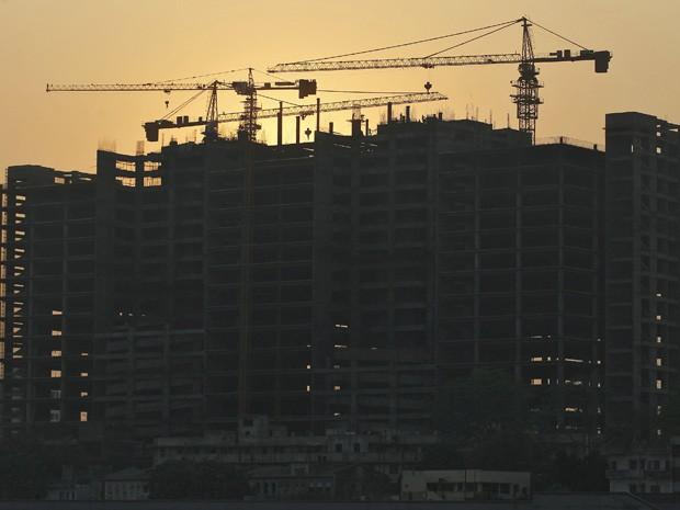 Construção de um hospital em Ahmedabad, na Índia (Foto: Amit Dave / Reuters)