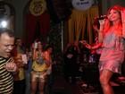 Ex-BBB Daniel se diverte em show de Elba Ramalho no Recife