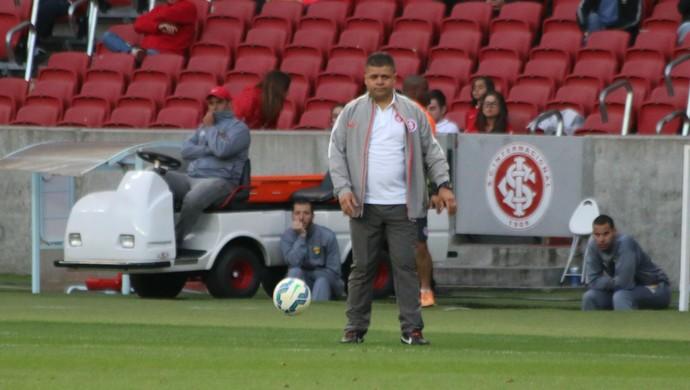 Galego, técnico interino do Inter (Foto: Diego Guichard)