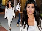 Kourtney Kardashian erra a mão no make e aparece com rosto manchado