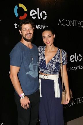 José Loreto e Débora Nascimento em show na Zona Oeste do Rio (Foto: Rafael Faro/ Divulgação)