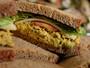 Lanchar entre as refeições ajuda no controle da fome e no emagrecimento