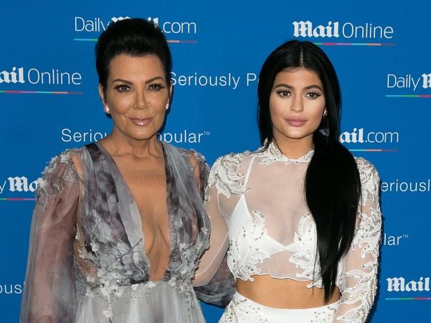 Kris Jenner e Kylie Jenner em evento em Cannes, na França (Foto: Marc Piasecki/ Getty Images)