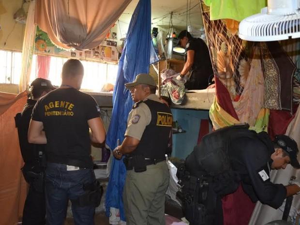 Vistoria no presídio de Salgueiro (Foto: Divulgação/ 8º BPM)