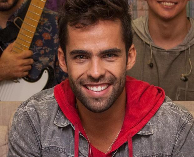 Felipe faz sucesso com muita malemolência na banda Os Gonzagas (Foto: Fabiano Battaglin / Gshow)