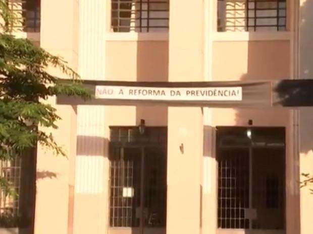 Dez escolas estaduais de Araçatuba aderiram à paralisação  (Foto: Reprodução/TV Tem)