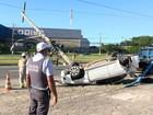 Quatro pessoas são detidas após carro capotar na Serra