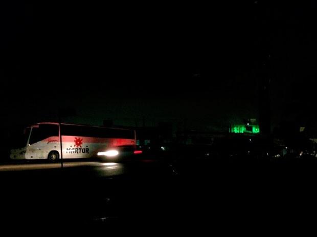 Bairros de Ponta Negra e Capim Macio, na Zona Sul de Natal, ficaram mais 4 horas sem energia elétrica (Foto: Rafael Barbosa/G1)