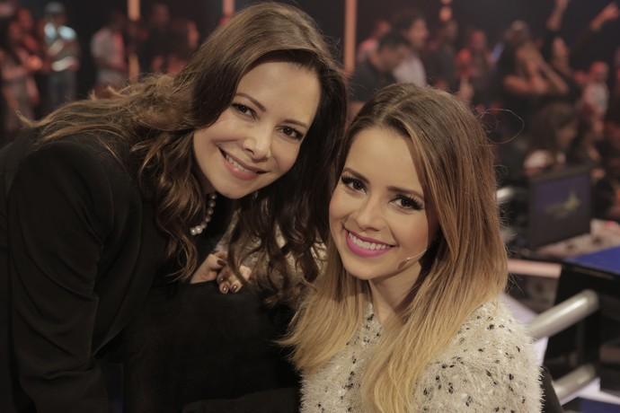 Sandy posa com Noely nos bastidores (Foto: Ellen Soares/Gshow)
