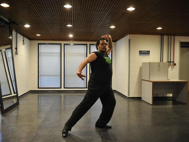 Tiago Abravanel aprende dança turca para seu personagem na nova novela nas nove (Foto: TV Globo / Renato Rocha Miranda)