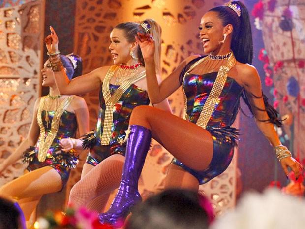 Empreguetes mandam ver na nova coreografia (Foto: Cheias de Charme / TV Globo)