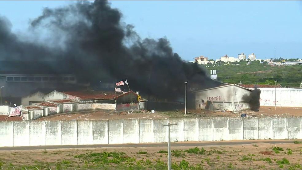 Fábrica de bolas foi incendiada durante as rebeliões. Peritos receberam muitos relatos de que alguns corpos teriam sido carbonizados neste local (Foto: Reprodução/GNEWS)