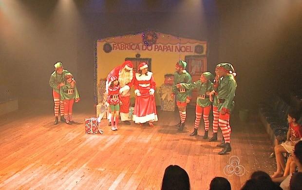 Nove atores da companhia de teatro Trupe do Banzeiro participam do espetáculo (Foto: Acre TV)