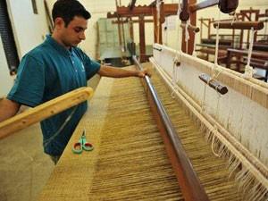 Empresa aproveita casulos de seda que eram impróprios para a indústria, por terem pequenos defeito (Foto: Divulgação/ O Casulo Feliz)