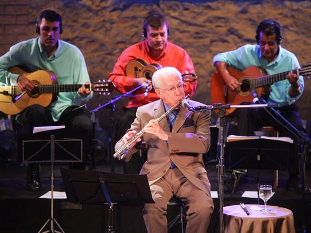 Gravação de DVD no Teatro Municipal de Niterói, no Rio, em comemoração aos 80 anos de Altamiro Carrilho (Foto: Fábio Motta/AE)