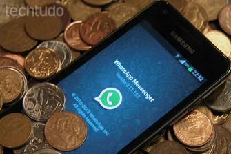 WhatsApp em meio a moedas (Foto: Luciana Maline/TechTudo)