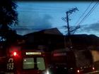 Casa pega fogo no bairro Conforto, em Volta Redonda, RJ