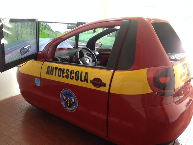 Simulador de direção que será obrigatório a partir de 31 de dezembro (Foto: Aline Paiva/G1)
