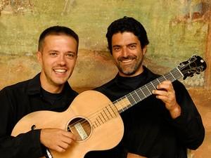 Duo de violões acompanham cordas dos Solistas de Paulínia  (Foto: Alberto Dortoluzzi)