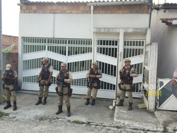 Duplo homicídio ocorreu no bairro Alto do Sobradinho (Foto: Marcus Augusto/Site Voz da Bahia)
