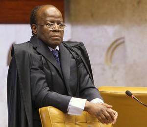 Relator Joaquim Barbosa inicia leitura de voto sobre gestão fraudulenta de instituição financeira no julgamento da AP 470 (Foto: Nelson Jr./SCO/STF)