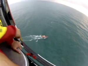 Embarcação naufragou com 14 pessoas a bordo (Foto: Reprodução/RBS TV)