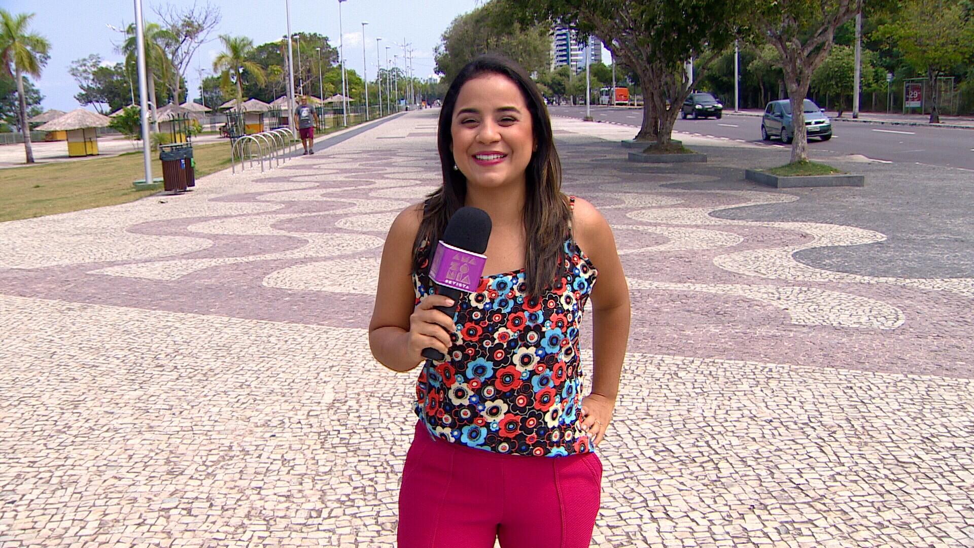 Ruthiene Bindá grava programa na Ponta Negra, ponto turístico de Manaus (Foto: Amazônia Revista)