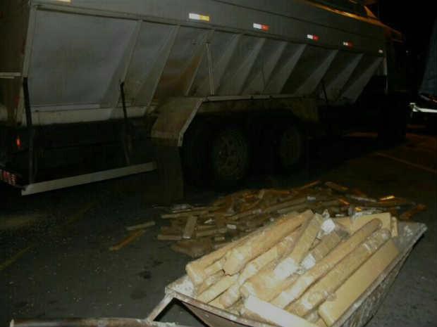 Mais de uma tonelada de maconha é apreendida na BR-040 em Juiz de Fora (Foto: Ass. 4º DepPC/Divulgação)